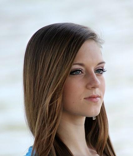 Alessia, esperta in piastre per capelli